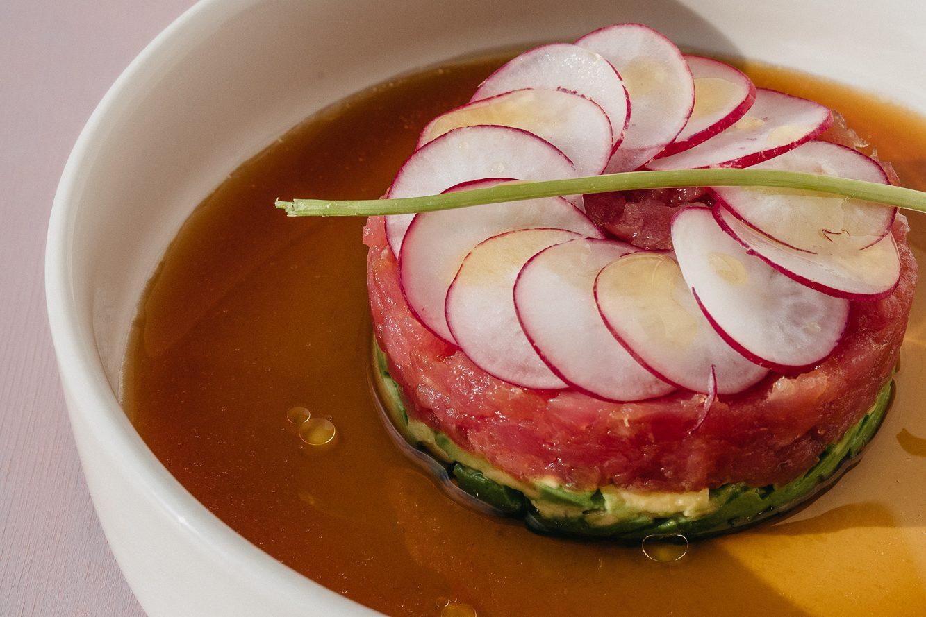Тар-тар из тунца с авокадо